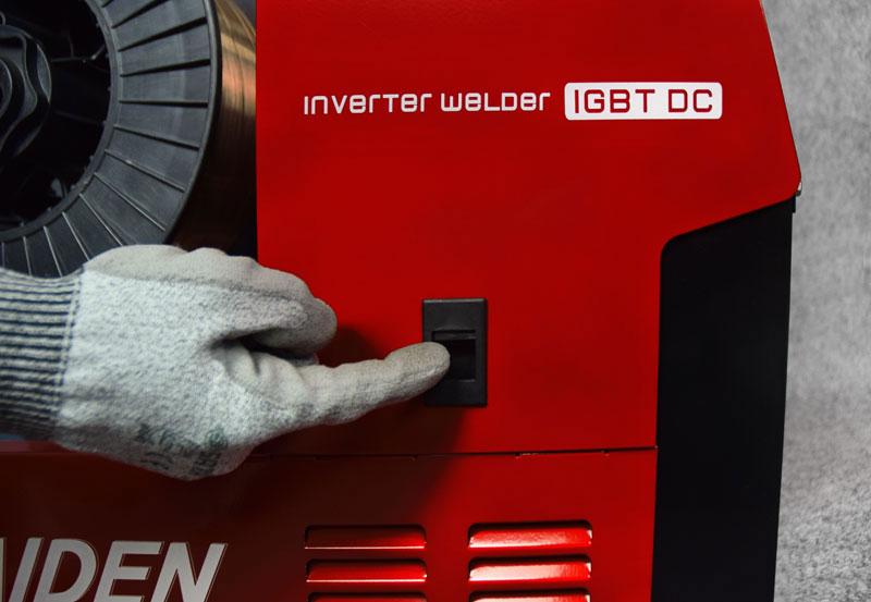 Jual-Mesin-Las-Listrik-Industri-Industrial-Welding-Machine-Daiden-MIG-250-Lokasi-Pembuka-tutup-roll-wire-feeder-untuk-memasukkan-kawat-las